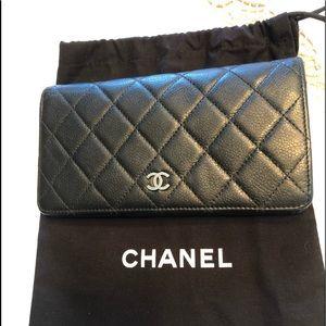 CHANEL yen wallet/ black